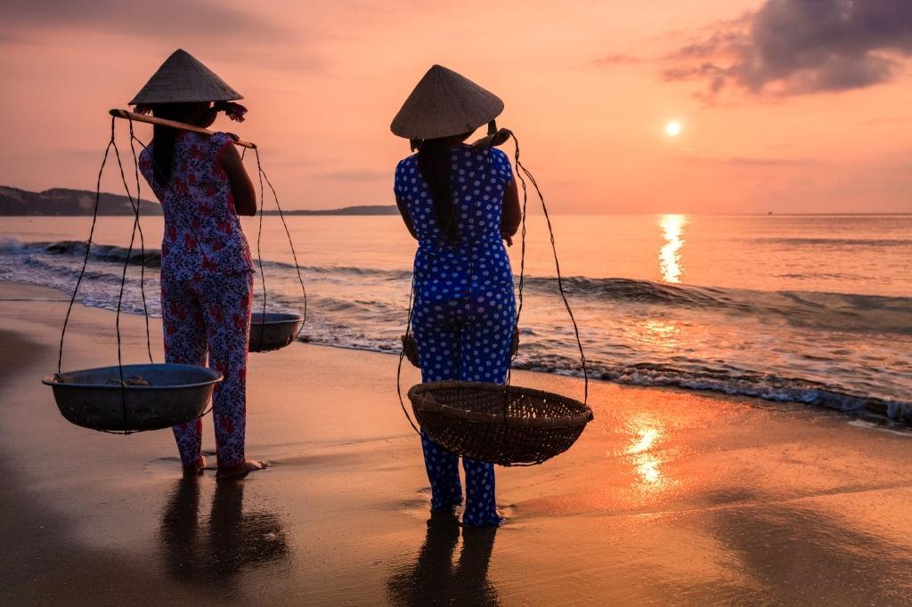 vietnamese-women-carrying-fruits-on-the-beach-south-vietnam
