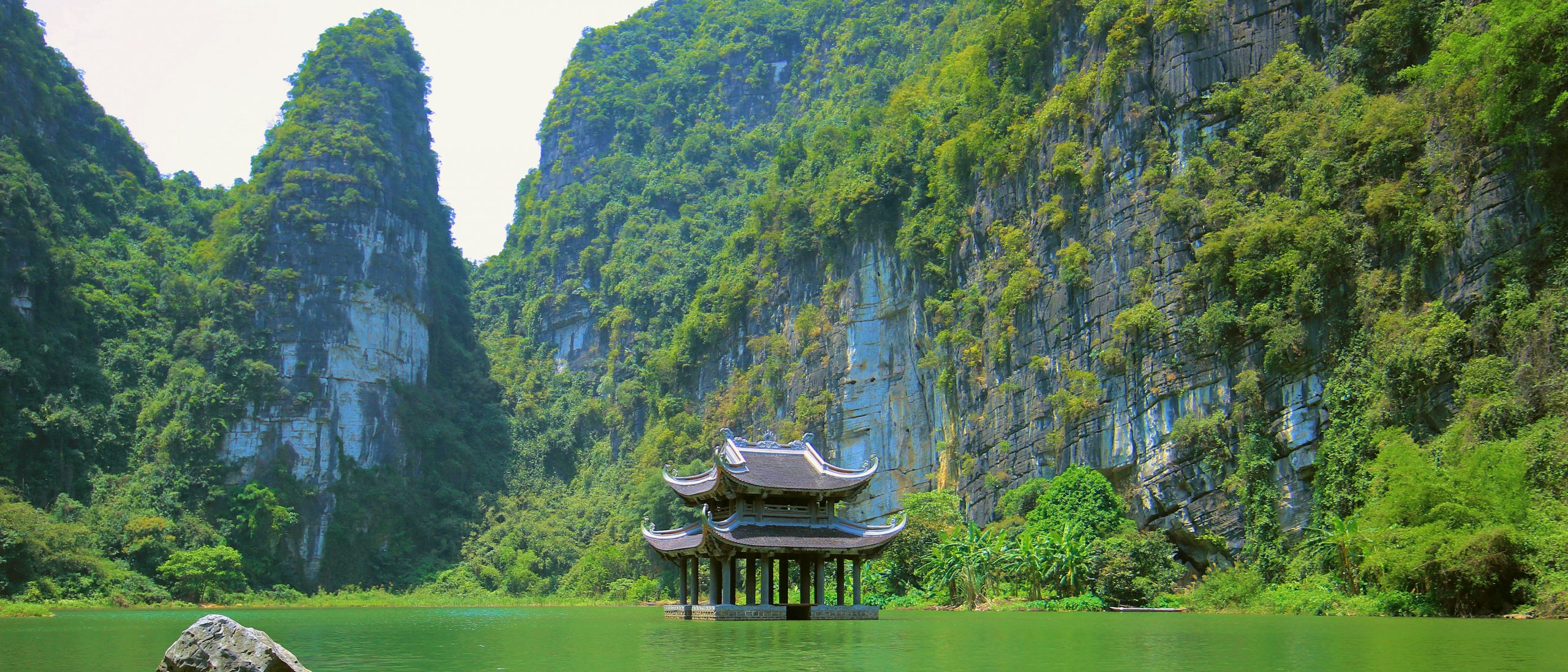 500px-photo-id-252990249-located-in-the-complex-of-trang-an-ninh-binh-vu-lam-archaeological-site-is-a-tourist-attraction-of-attraction-this-was-where-the-tran-emperors-set-up-camps-to-consolida